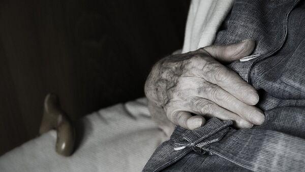 90 Year Old Man Calls Cops After Prostitute Robs Him, He's Arrested - Sputnik International