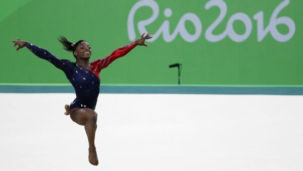 US gymnast Simone Biles competes in the qualifying for the women's Floor event of the Artistic Gymnastics at the Olympic Arena during the Rio 2016 Olympic Games in Rio de Janeiro on August 7, 2016. - Sputnik International