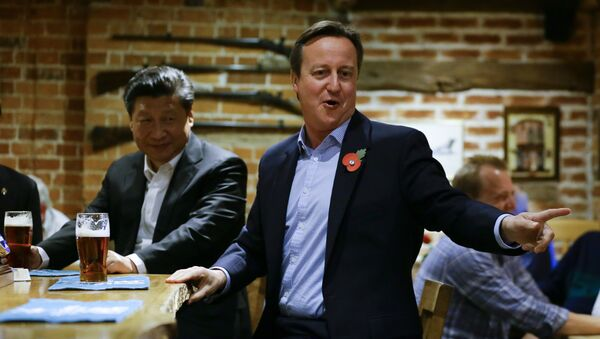 British Prime Minister David Cameron (R) gestures as he drinks a pint of beer with Chinese President Xi Jinping at a pub in Princess Risborough near Chequers, northwest of London, on October 22, 2015 - Sputnik International