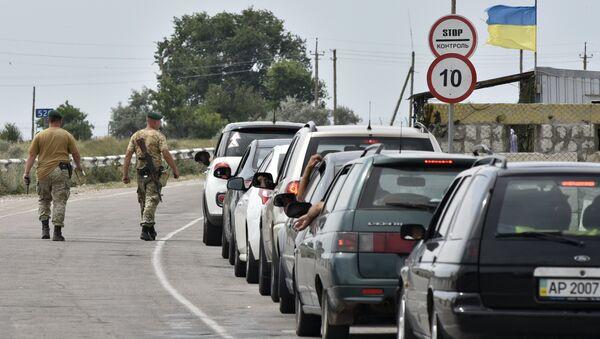Cars at Jankoi border crossing point on Russia-Ukraine border - Sputnik International