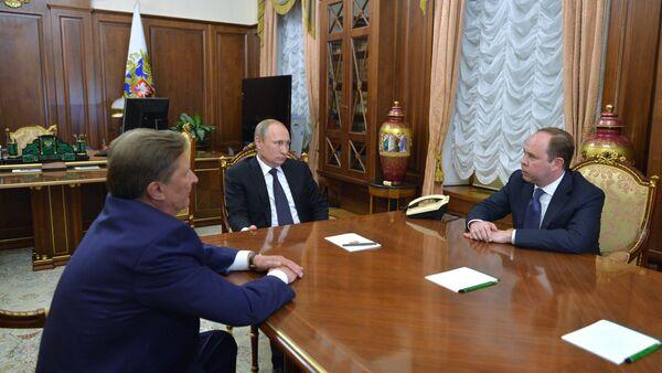 President Vladimir Putin meets with Sergei Ivanov and Anton Vaino - Sputnik International