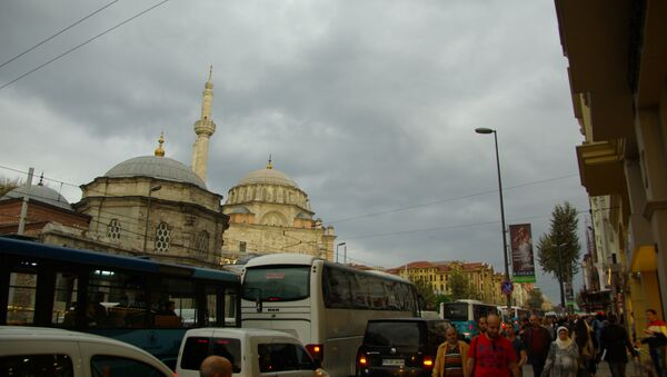 Laleli mosque along the very busy shopping area of the Ordu road - Sputnik International
