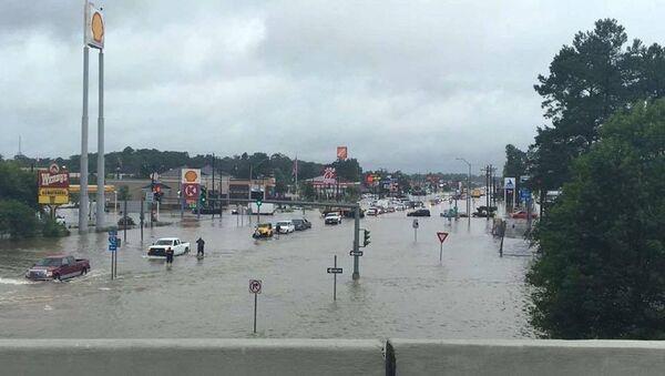 Floodwaters are seen on Range Road and I-12 in Denham Springs, Livingston Parish, Louisiana, U.S., August 13, 2016 - Sputnik International