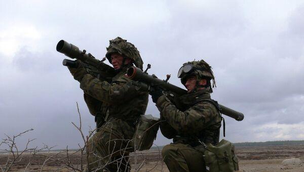 Polish soldiers practice taking aim with Grom MANPADs - Sputnik International