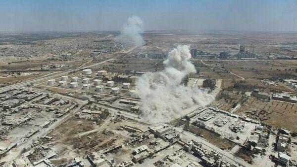 Air strike on terrorists' facilities in the Rasmus quarter in southwest Aleppo - Sputnik International