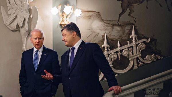 Ukrainian President Petro Poroshenko meets with Vice President of the United States Joe Biden, August 2016. - Sputnik International