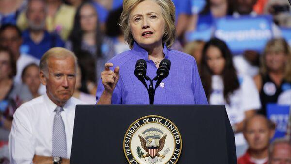 Democratic presidential nominee Hillary Clinton speaks at a campaign rally with Vice President Joe Biden(L), August 15, 2016, in Scranton, Pennsylvania - Sputnik International