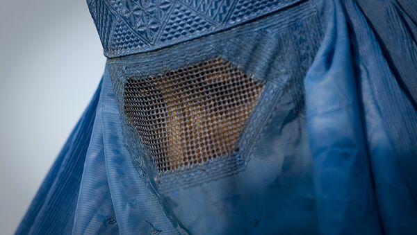 Woman under her burqa - Sputnik International