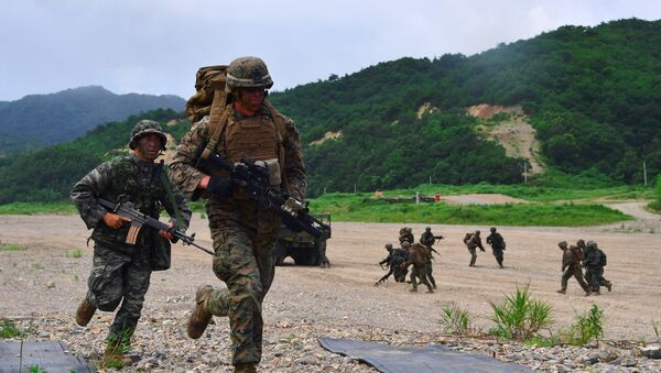 South Korea and US Marines run to a position during a joint military drill at a fire training field in the southeastern port of Pohang on July 6, 2016 - Sputnik International