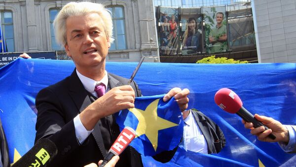 Dutch populist and euro-sceptic Geert Wilders displays a yellow star he cut out of the EU flag, during news conference, in front of the European Parliament in Brussels (File) - Sputnik International