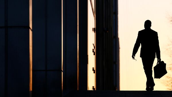 A worker arrives at his office in the Canary Wharf business district in London (File) - Sputnik International