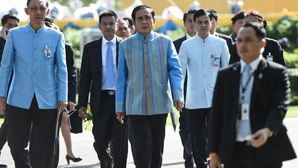 Prime Minister Prayuth Chan-Ocha (C) arrives at Government House before a cabinet meeting in Bangkok on August 9, 2016 - Sputnik International