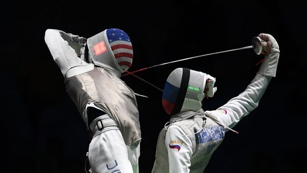 US Gerek Meinhardt (L) competes against Russia's Artur Akhmatkhuzin during the men's team foil semi-final bout between Russia and US as part of the fencing event of the Rio 2016 Olympic Games, on August 12, 2016, at the Carioca Arena 3, in Rio de Janeiro - Sputnik International