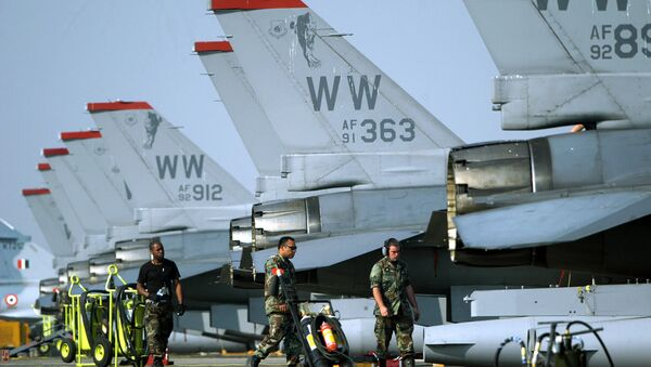 United States Air Force pilots and crews walk beside F-16 aircrafts parked on the tarmac during the Cope India 05 Indo-US joint military exercise, at the Kalaikunda Air Base, some 130 kms south west of Kolkata, 17 November 2005 - Sputnik International