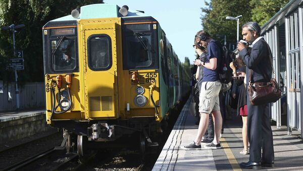 Southern train arrives at Dulwich East station in London, Britain August 9, 2016 - Sputnik International