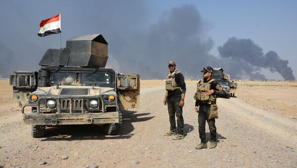 Iraqi security forces gather on the outskirt of Al Qayyarah, Iraq, August 15, 2016. Picture taken August 15, 2016 - Sputnik International