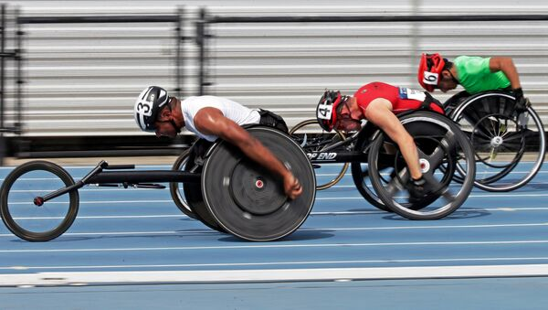 Casey Followay, left, Stephen Binning, center, and Arturo Torres, right, race in their heat in the men's 100-meter dash during the U.S. Paralympics Team Trials in Charlotte, N.C., Friday, July 1, 2016. - Sputnik International