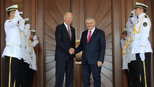 Turkish Prime Minister Binali Yildirim (center R) meets with U.S. Vice President Joe Biden in Ankara, Turkey, August 24, 2016. - Sputnik International