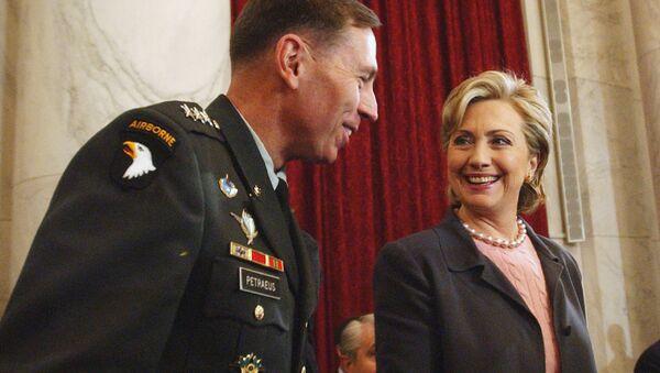 Hillary Rodham Clinton talks with Lt. Gen. David Petraeus on Capitol Hill. - Sputnik International