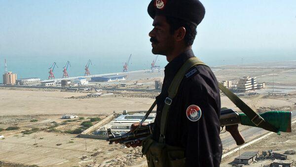 A Pakistan security personnel stands guard near the the Beijing-funded megaport of Gwadar, in southwestern Pakistan - Sputnik International