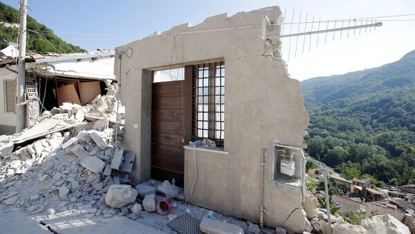 A front door of a collapsed house is seen following an earthquake in Pescara del Tronto, central Italy, August 26, 2016 - Sputnik International