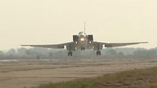 Russian Tupolev Tu-22M3 long-range bomber landing at an air base near the Iranian city of Hamadan - Sputnik International
