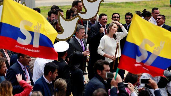 Colombia's President Juan Manuel Santos (L) and Colombian First Lady Maria Clemencia de Santos arrives at congress to present the FARC peace accord to the Colombian Congress in Bogota, Colombia, August 25, 2016. - Sputnik International