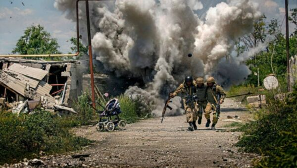 Amateur Photographer Dmitry Muravsky blasted for fake war photo - Sputnik International