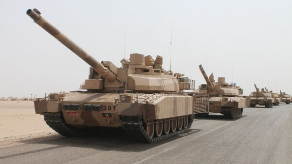 French-made Leclerc tanks of the Saudi-led coalition are deployed on the outskirts of the southern Yemeni port city of Aden on August 3, 2015, during a military operation against Shiite Huthi rebels and their allies - Sputnik International
