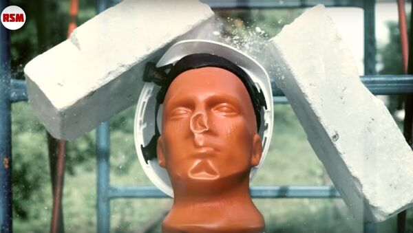 Helmet against construction plate - Sputnik International