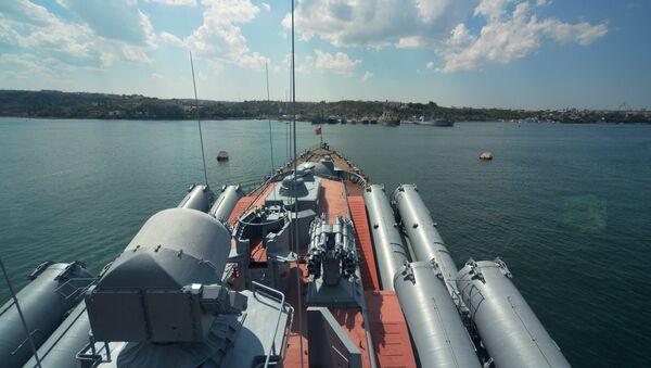Russian cruiser Moskva of the Black Fleet at a port in Sevastopol - Sputnik International