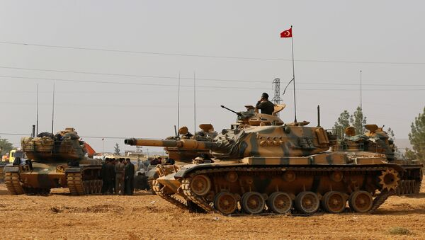 Turkish army tanks and military personal are stationed in Karkamis on the Turkish-Syrian border in the southeastern Gaziantep province, Turkey, August 25, 2016 - Sputnik International