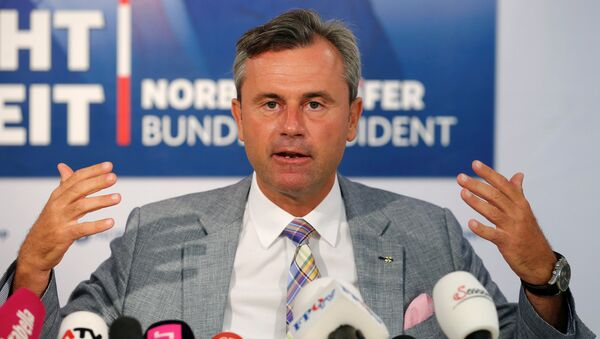 Austrian presidential candidate Norbert Hofer of the Freedom Party (FPOe) addresses a news conference ahead of a re-run of the run-off presidential election in Vienna, Austria August 29, 2016 - Sputnik International