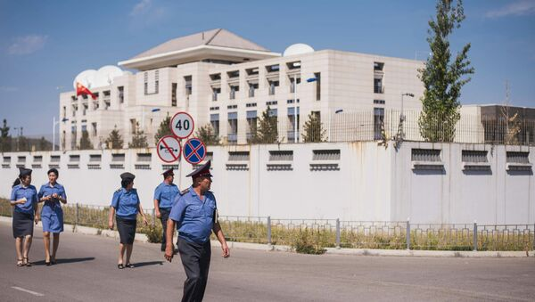 Bishkek, Kyrgyzstan. Law enforcement officers near the Chinese Embassy whose gate was rammed by a Mitsubishi Delica car loaded with explosives - Sputnik International