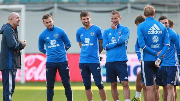 Russian national football team holds training session - Sputnik International
