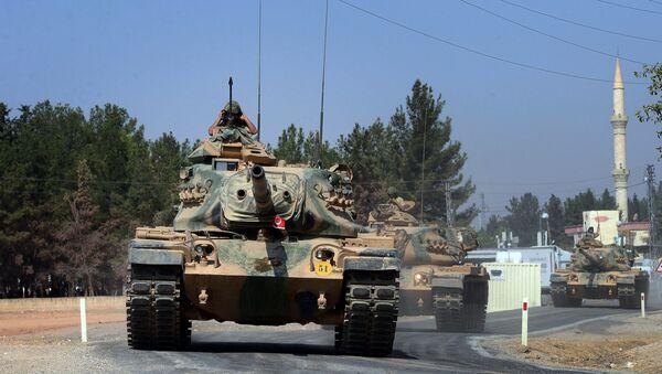 Turkish tanks head to the Syrian border, in Karkamis, Turkey, Wednesday Aug. 31, 2016 - Sputnik International