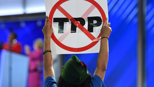 A delegate hoists and anti-TPP sign on Day 1 of the Democratic National Convention at the Wells Fargo Center in Philadelphia, Pennsylvania, July 25, 2016 - Sputnik International