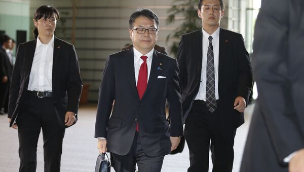 Japan's new Economy, Trade and Industry Minister Hiroshige Seko, center, arrives at the prime minister's official residence in Tokyo - Sputnik International