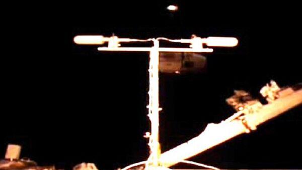 UFO Proof? Two Flashing Lights Caught on Video Near Int'l Space Station - Sputnik International