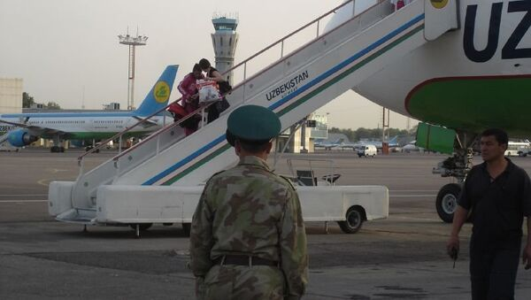 Uzbekistan Airways gangway in Tashkent International Airport - Sputnik International