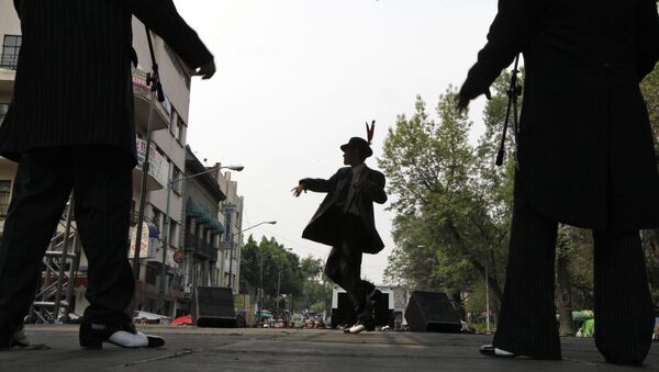 Men dressed in 1940s-era zoot suits dance during a festival in honor of Tin Tan in Mexico City. (File) - Sputnik International