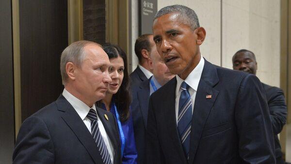 Russian President Vladimir Putin, left, and US President Barack Obama during a meeting in Hangzhou - Sputnik International