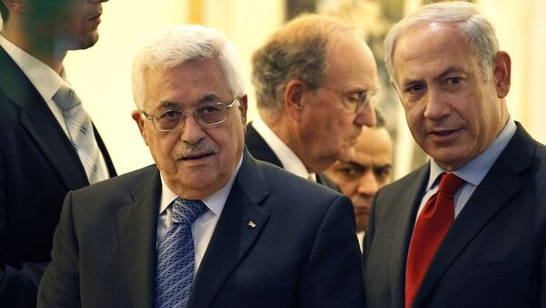 Palestinian president Mahmoud Abbas, left, walks with Israeli Prime Minister Benjamin Netanyahu, right, with Special Middle East Peace Envoy, former Sen. George Mitchell, behind center, at his residence in Jerusalem, Israel Wednesday, Sept. 15, 2010 - Sputnik International