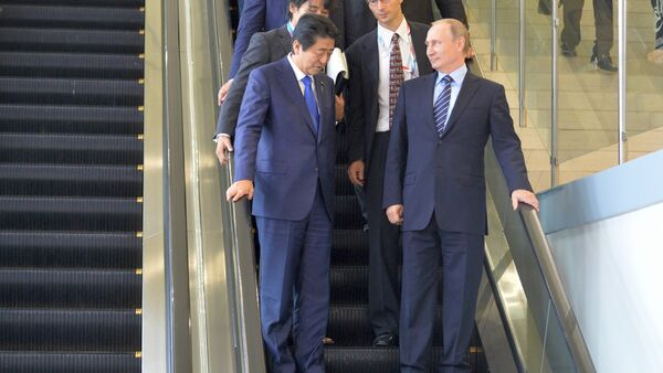 From right in the foreground: Russian President Vladimir Putin and Japanese Prime Minister Shinzo Abe meet at the Eastern Economic Forum on Russky Island. file photo - Sputnik International