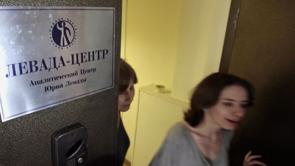 Levada Center employees leave their office with the sign  Levada-center. Jury Levada analytic center. in Moscow, Russia, Monday, May 20, 2013 - Sputnik International