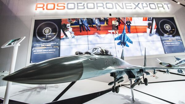 A model of the Su-35 aircraft at the Rosoboronexport stand during the 2015 Dubai Airshow international exhibition - Sputnik International