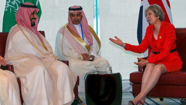 Britain's Prime Minister Theresa May (R) and Saudi Arabia's Deputy Crown Prince Mohammed bin Salman (L) meet ahead of G20 Summit in Hangzhou, Zhejiang province, China, September 4, 2016. - Sputnik International
