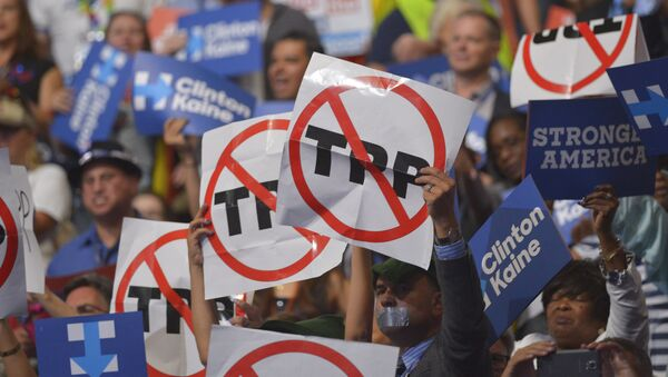 People hold signs against the Trans Pacific Partnership (TPP) on Day 3 of the Democratic National Convention at the Wells Fargo Center, July 27, 2016 in Philadelphia, Pennsylvania - Sputnik International