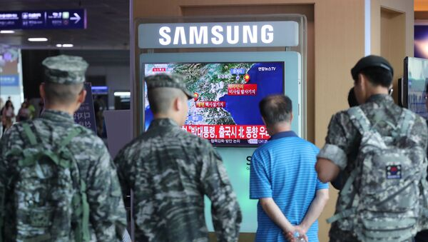 South Korean soldiers and passenger watch a TV broadcasting a news report on Seismic activity produced by a suspected North Korean nuclear test, at a railway station in Seoul, South Korea, September 9, 2016. - Sputnik International