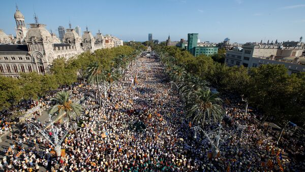 People hold Catalan separatist flags known as Esteladas during a gathering to mark the Catalonia day Diada in central Barcelona, Spain, September 11, 2016. - Sputnik International